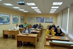 Преподаватель Николай Вербецкий проводит занятие с учебной группой