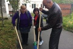 Уборка территории, прилегающей к зданию учебно-методического центра по ГО и ЧС в Коле Мурманской области