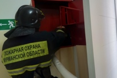 Проверка пожарных кранов в здании УМЦ в Коле