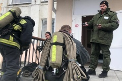 Александр Гринько и дежурный караул ПЧ-20 Кольского филиала ГПС Мурманской области