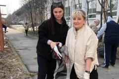 Мария Осадченко и Эльвира Сусленкова на субботнике