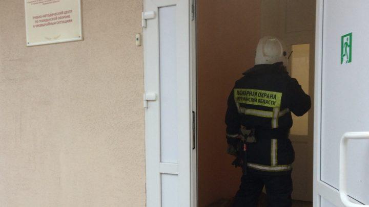Тренировка по эвакуации людей из здания УМЦ по ГО и ЧС в Коле