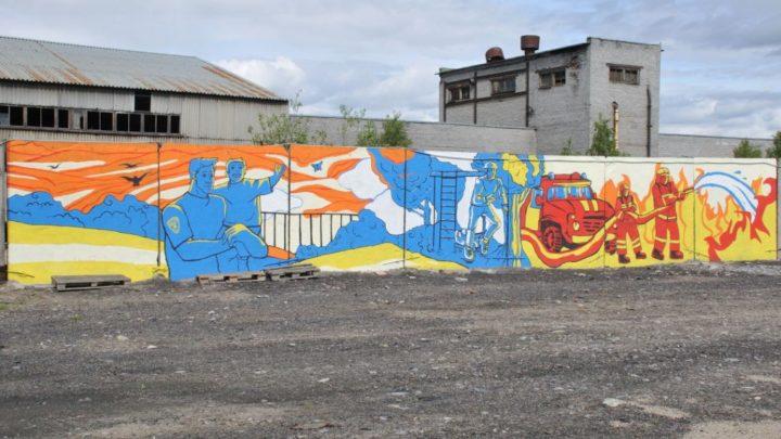 Студенты МАГУ оформили росписью фасад ограждения в ПТЦ Управления