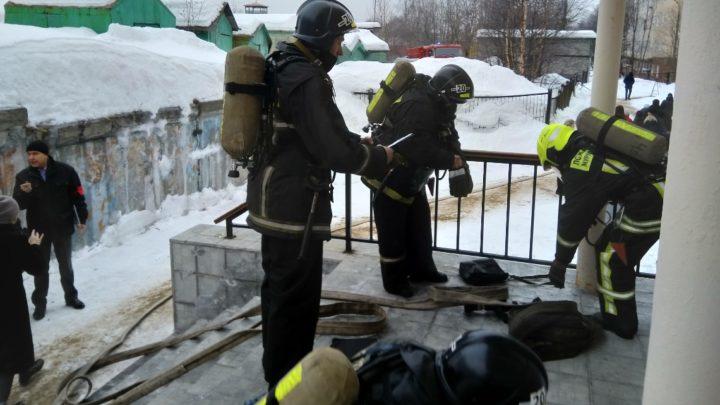 Тренировка в УМЦ: отработаны действия администрации по эвакуации людей из здания, а также взаимодействие с пожарной охраной